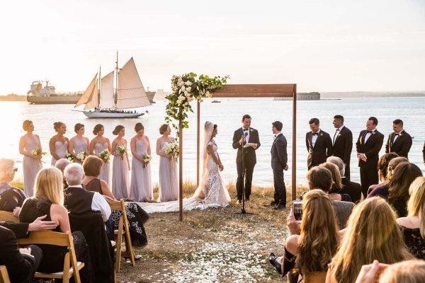 elegant-house-island-wedding-8-600x400